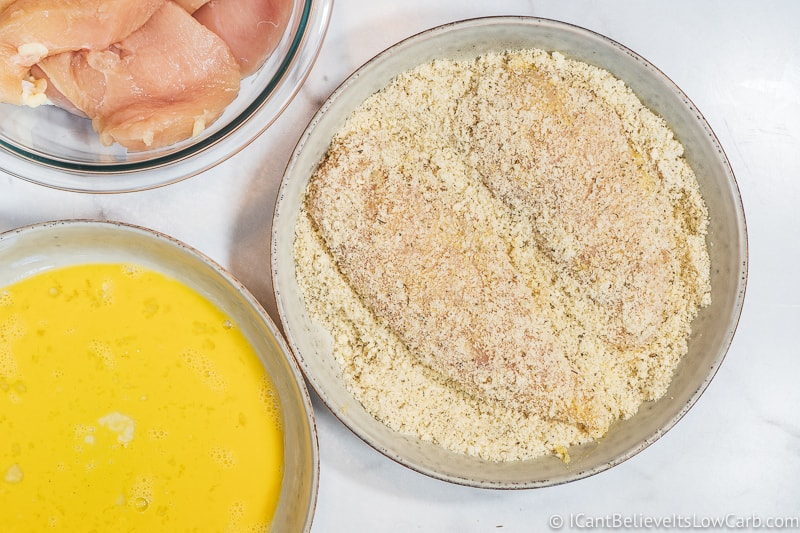covering chicken in almond flour low carb breading