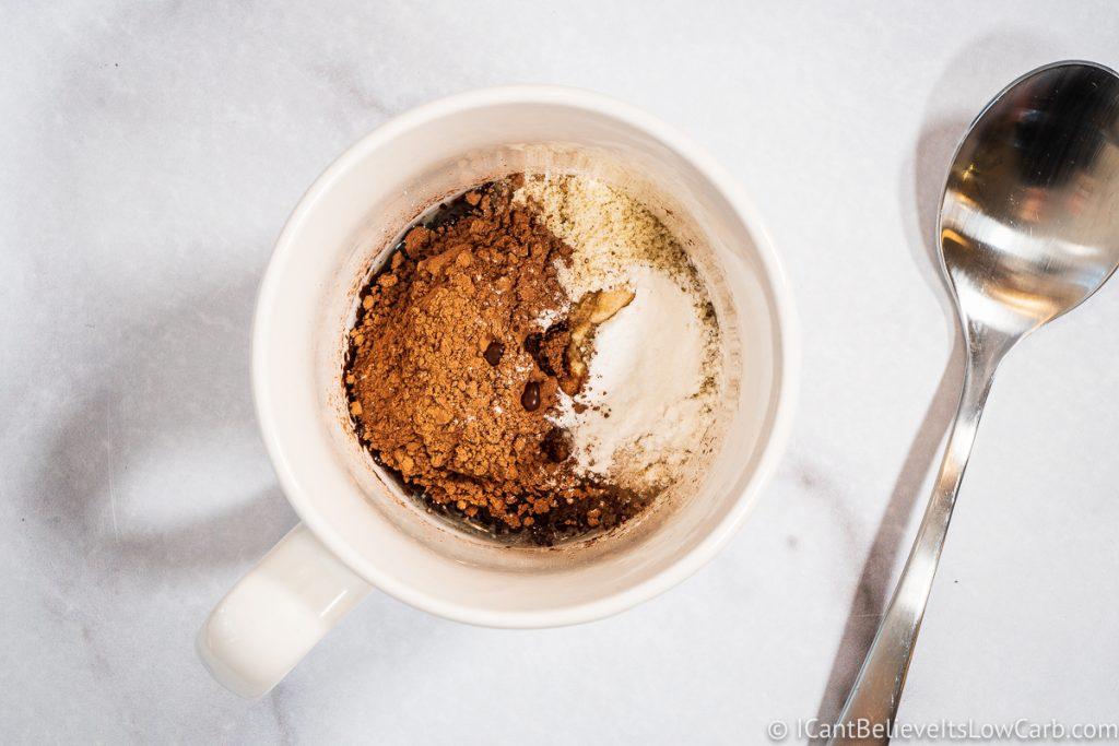 adding vanilla to mug