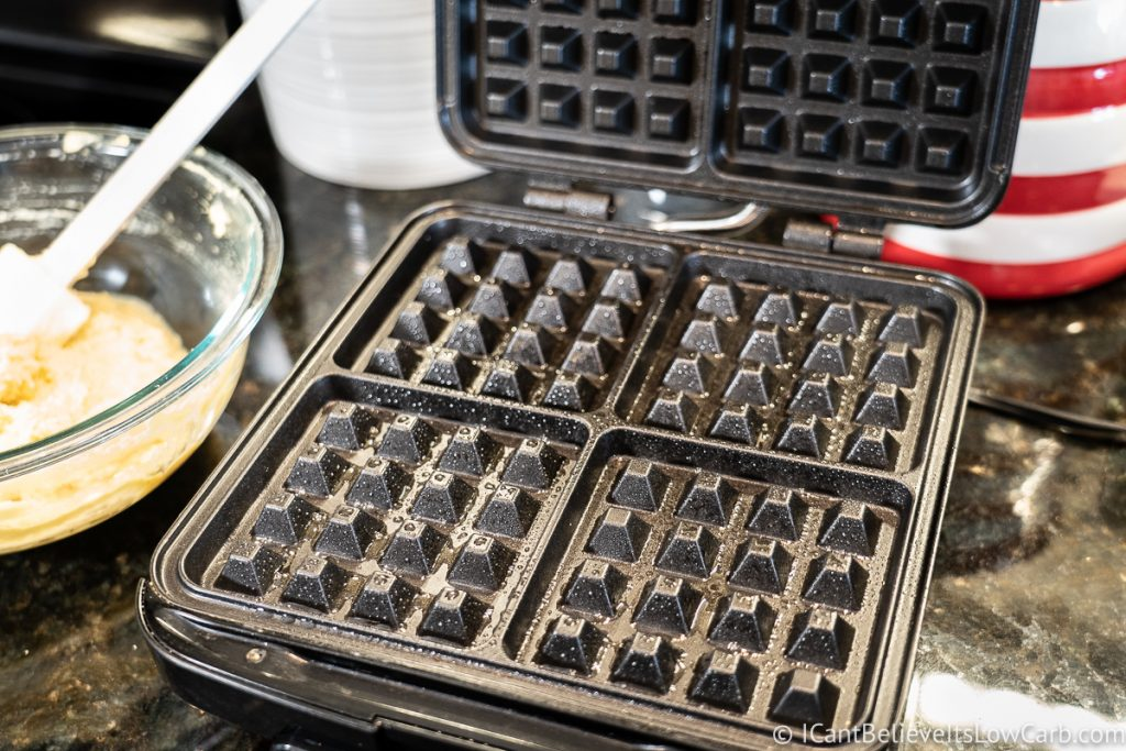 Waffle iron with coconut oil spray