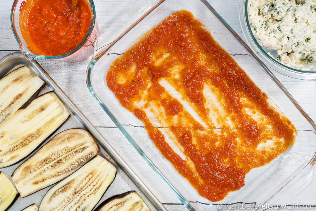 putting tomato sauce at the bottom of baking dish